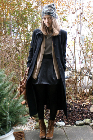black moms coat - brown Dosenbach shoes - beige Uniqlo cardigan