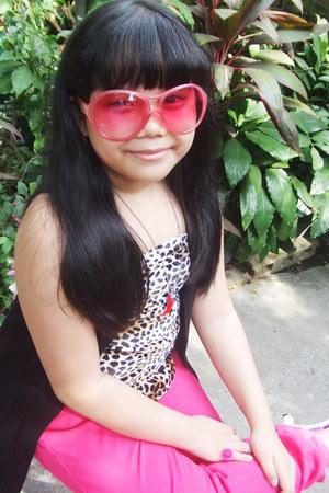 hot pink skinny random jeans - hot pink oversized sunglasses