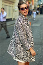 Red-loose-fit-theory-t-shirt-animal-print-zara-coat