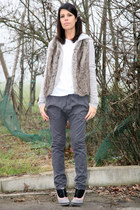 gray suede caf noir shoes - light brown faux fur vintage vest - light pink woodi