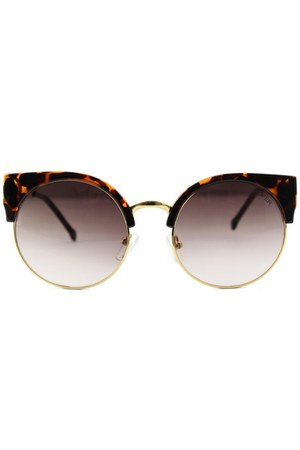 100 plastic Chicwish sunglasses