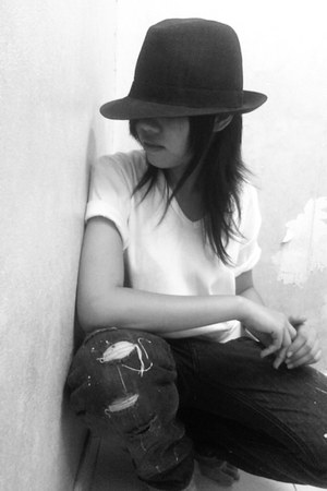 black pants - black hat - white t-shirt