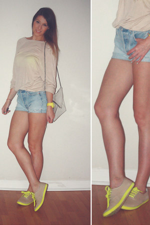 Forever21 flats - unknown sweater - Zara bag - Levis shorts