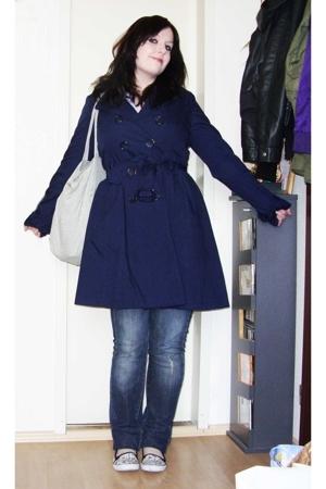 H&M coat - Accessorize purse - H&M sunglasses - New Yorker shoes - H&M blouse -