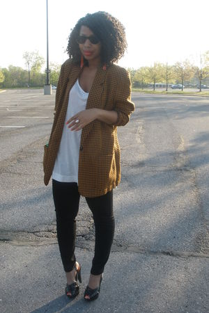 brown vintage blazer - black Forever 21 jeans - Forever 21 t-shirt - Steve Madde