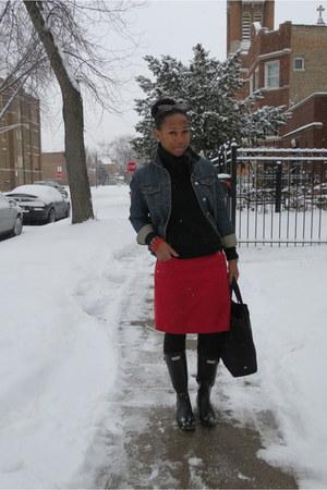 black rainboots Hunter boots - black knit Gap sweater