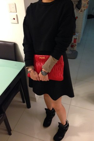 black Izzue dress - hot pink Miu Miu bag - black Steve Madden sneakers