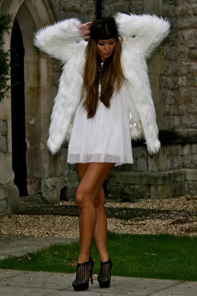 white Boohoo coat