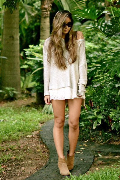 silver H&M sweater