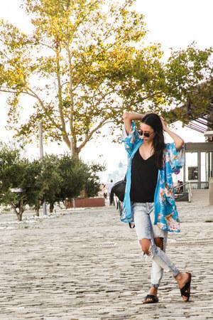 kimono vintage cardigan - ripped Zara jeans - round LGR sunglasses