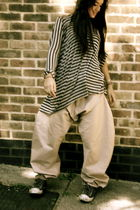 gray Carl Jan Cruz t-shirt - beige Carl Jan Cruz pants