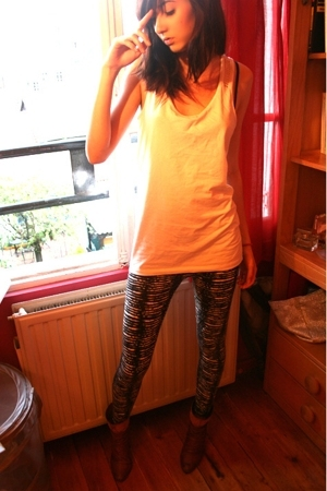 H&amp;M top - H&amp;M leggings - San Marina shoes