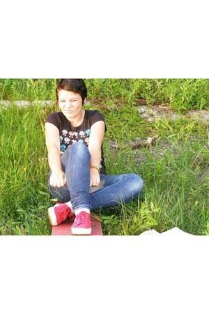red Superga sneakers - blue denim jeans X-Shape jeans