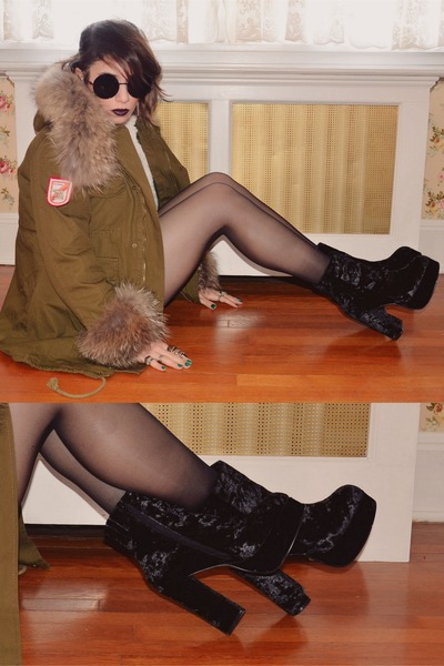 army green Chicwish coat - black Deena & Ozzy boots