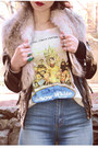 Beige-snow-white-h-m-t-shirt-light-blue-flared-urban-outfitters-jeans