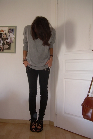 gray Zara sweater - black ANDRE shoes - black Zara jeans
