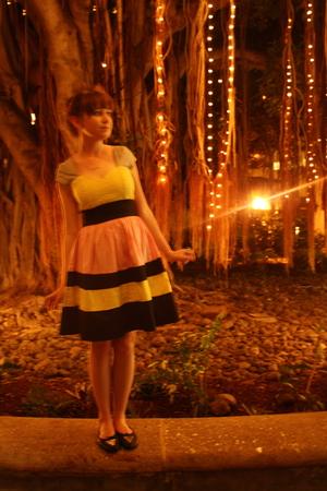 yellow modcloth dress - black Bona Drag shoes