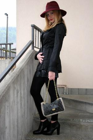 black Emanuela Passeri boots - crimson Stefanel hat - black Pomikaki bag