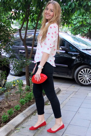 red lippy AHAISHOPPING shirt - black Zara pants - red Deichmann flats
