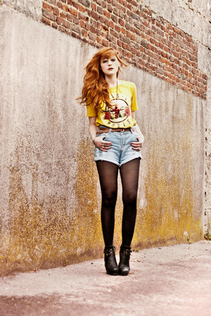 gunroses romwe t-shirt - used  rolled romwe shorts - Nelly wedges