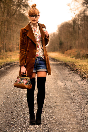 vintage coat - vintage shirt - Zara bag - Levis shorts