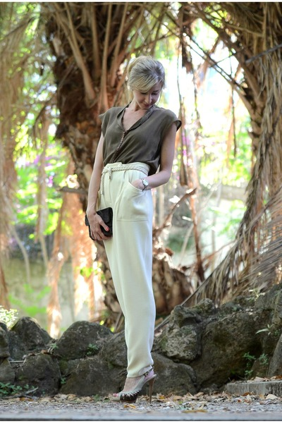 Asos-belt-light-brown-vintage-blouse-ivory-vintage-pants_400