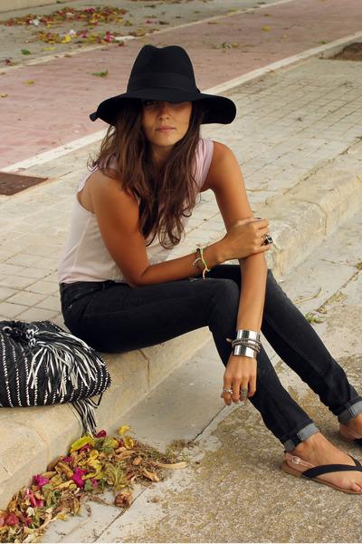 Zara bag - H&M jeans - Zara t-shirt - Zara sandals