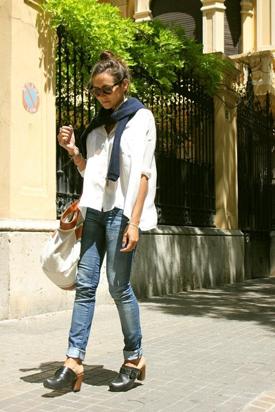 Uterqe bag - pull&bear blouse - vialis heels