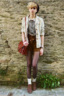 Dark-brown-beret-second-hand-hat-ivory-linen-random-brand-jacket