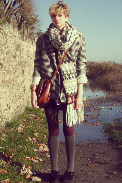 heather gray houndstooth Secondhand coat - red checkered random brand shirt
