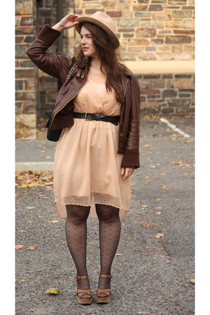 black polka dot tights - peach chiffon dress - neutral wool felt hat
