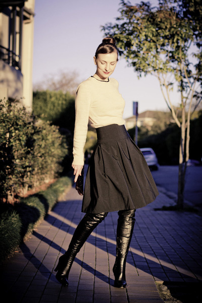 black silk Cue skirt - camel wool Bassike sweater