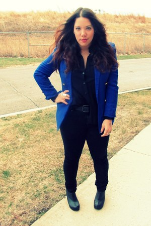 blue Goodwill blazer - black Goodwill blouse - black Target jeans - black Jeffre