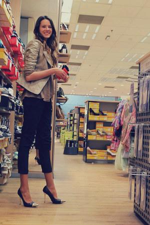 black pants - bronze takko blouse - black deichmann heels