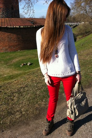 hot pink heart-shaped H&M necklace - red Primark jeans