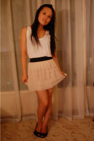 beige vintage skirt - black Zara shoes - white Levis top - black Vero Moda blaze