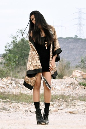 black studded clog betts boots - black bandage Forever 21 dress - tan kimono ran