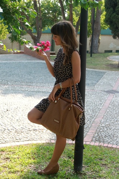 black dress - burnt orange bag - light brown wedges