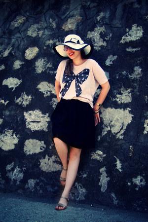 light pink Bershka t-shirt - white hat - gold sandals - black skirt