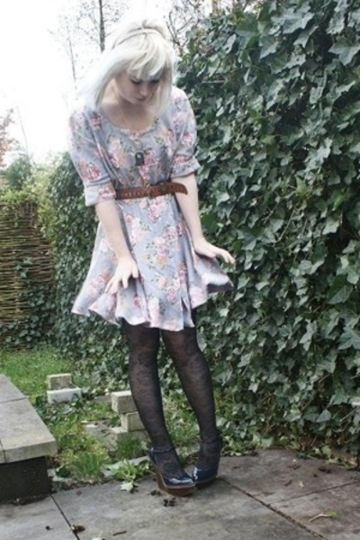 vintage dress - vintage belt - jambelle tights - Stella McCartney shoes - access