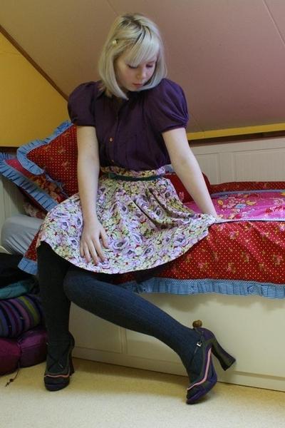 Bruuns Bazaar dress - selfmade skirt - vintage belt - H&M tights - Prada shoes