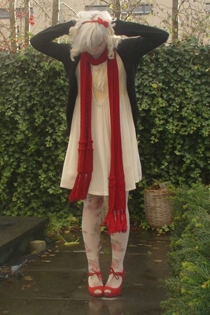 vintage dress - H&M sunglasses - dept scarf - Miss Sixty tights - Nine West shoe