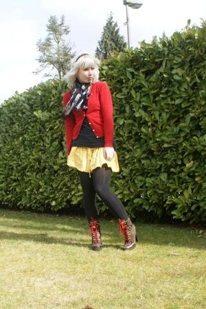 Anna van Toor sweater - viktor & rolf scarf - AMERICAN VINTAGE shirt - dept skir