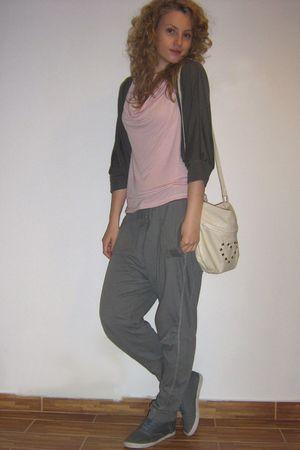 Zara blouse - Bershka pants - H&M shoes