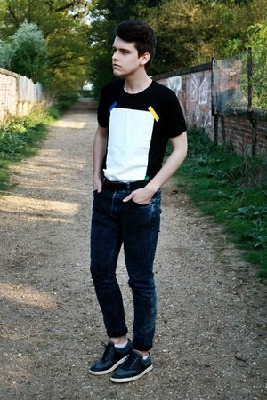 navy denim H&amp;M jeans - black leather Burton belt - black Hako t-shirt