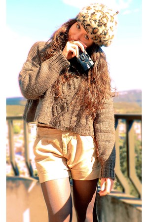 camel BLANCO hat - dark brown Bershka sweater - camel Stradivarius shorts