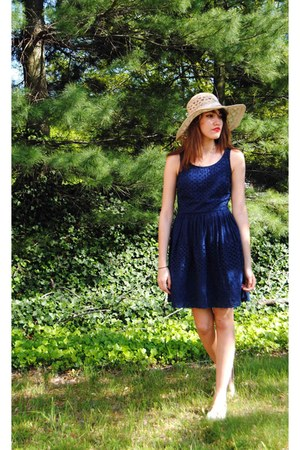 navy Old Navy dress - cream beige flats Nine West flats
