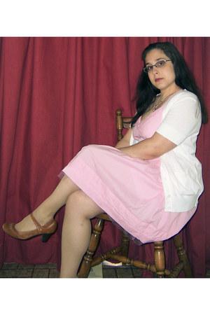bubble gum modcloth dress - camel crown vintage heels - white Loft cardigan - li