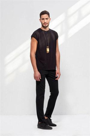 black shoes - black shirt - black pants - gold necklace