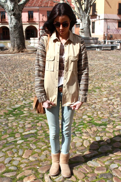 Ugg boots - Levis jeans - Pull and Bear jacket - Mango bag